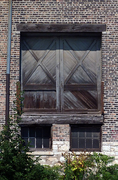 Wooden doors into a warehouse on the Chicago River 2011